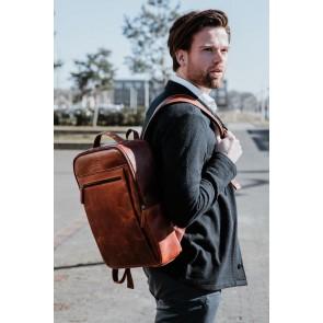 DSTRCT Leren Laptop Rugzak 15.6 inch Premium Collection Incl. Onderhoudspakket Zwart Lifestyle