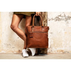 Burkely Leren Dames Shopper 13.3 inch Antique Avery Cognac Lifestyle