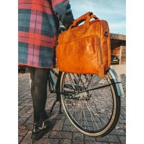 Chesterfield Leren Fietstas Laptoptas 15.6 inch Geneva Cognac Lifestyle