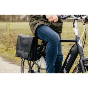 Chesterfield Leren Fietstas Laptoptas 15.6 inch Gent Zwart Lifestyle