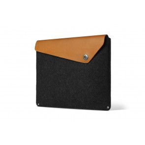 Mujjo Sleeve 15 inch MacBook Pro Tan voorkant schuin