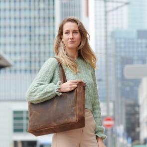 Plevier Dames Leren Shopper Laptoptas 15.6 inch Hopper Bruin Lifestyle